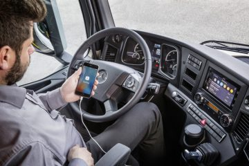 """Car Play di Apple ora anche nei """"pesanti"""" di Mercedes"""