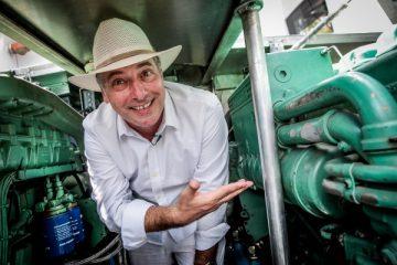 Pendolari Argentini Al Lavoro In Barca Con Motori Scania