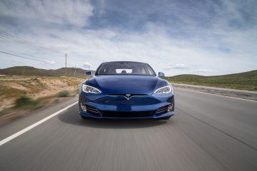 Tesla record: oltre 1078 km di autonomia