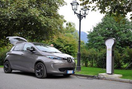 Coppia di equipaggi su Renault Zoe da Milano alla Svizzera