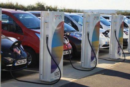 Due anni di mobilità elettrica gratis con Nissan LEAF