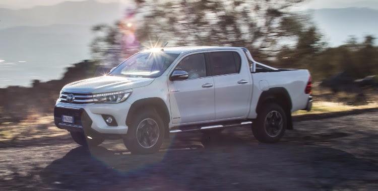 Toyota Hilux Vara Edizione Celebrativa Invincible50