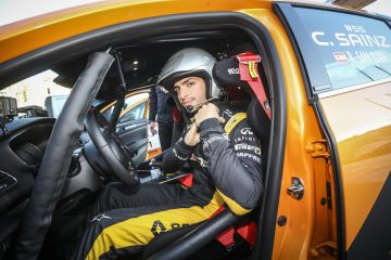 Carlos Sainz, Figlio D'Arte, al Debutto di Renault Megane RS