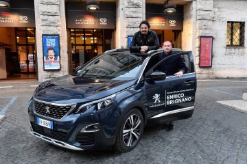 Enrico Brignano Su Peugeot In Viaggio Lungo Lo Stivale