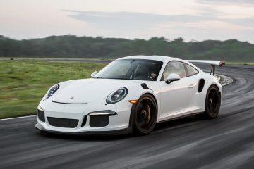 Porsche casa automobilistica con venditori soddisfatti in Italia