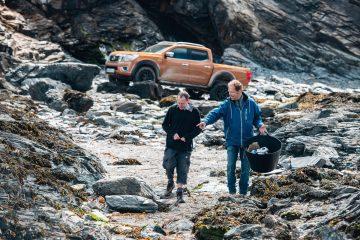 Nissan Navara aiuta a ripulire le spiagge dalla plastica